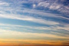 Niebo gradient od błękita pomarańczowy zmierzch Obrazy Royalty Free