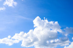Niebo i biel chmur naturalny tło Zdjęcia Stock