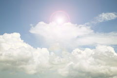 Niebo i chmura, Dobrej pogody dnia tło wizerunek jest retro filte Zdjęcia Royalty Free