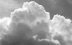 Niebo i chmury czarny i biały [] zdjęcia royalty free