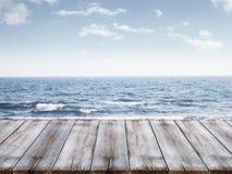 Niebo i ocean z drewnianą kuszetką Zdjęcie Stock