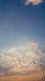 Niebo i płomienna zmierzch łuna Obrazy Stock