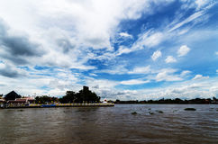 Niebo i rzeka Zdjęcie Stock