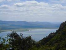 Niebo jest królewiątkiem awesomeness jezioro i góry, fotografia royalty free
