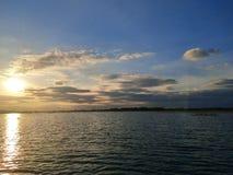 niebo & jezioro zdjęcie stock
