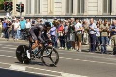 Niebo konkurenta drużynowi stojaki na następach przy Giro 2017, Mediolan Obrazy Royalty Free