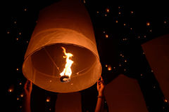 Niebo lampionów fajerwerku festiwal, Chiangmai, Tajlandia, Loy Krathong Zdjęcia Royalty Free
