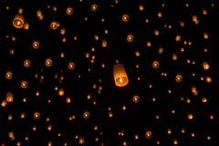 Niebo lampionów fajerwerku festiwal, Loy Krathong i Yi Peng Festiva, Zdjęcia Stock