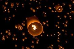 Niebo lampionów fajerwerku festiwal, Loy Krathong i Yi Peng Festiva, Fotografia Stock