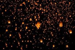 Niebo lampionów fajerwerku festiwal, Loy Krathong i Yi Peng Festiva, Obrazy Stock