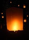 Niebo lampionów fajerwerku festiwal, Loy Krathong, Tajlandia Fotografia Stock