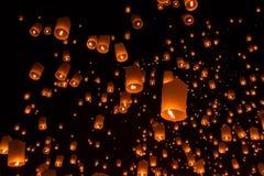 Niebo lampiony, Latający lampiony Zdjęcia Royalty Free
