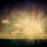 Niebo ocean chmurnieje grunge Obrazy Stock