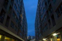 Niebo przez budynków Fotografia Royalty Free