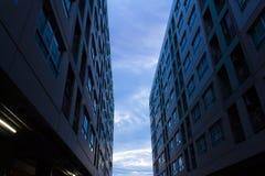 Niebo przez budynków Zdjęcie Royalty Free