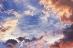 Niebo przy zmierzchem z chmurami Fotografia Royalty Free