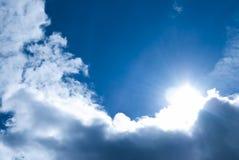 Niebo tylko jaskrawy olśniewający słońce zdjęcie stock