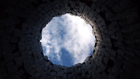 Niebo widok from inside suchy well Zdjęcia Stock