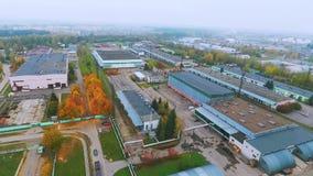 Niebo widoku przemysłowi budynki w fabryce Budynki na przemysłowej roślinie zbiory wideo