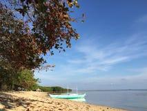 Niebo wydaje się troszkę zamkniętym przy plażą zdjęcia stock
