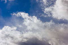 Niebo z chmurami i światłem Zdjęcia Royalty Free