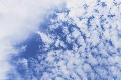 Niebo z grupą chmury Obrazy Royalty Free