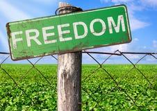 Niebo za ogrodzeniem, wolności pojęcie Obrazy Royalty Free