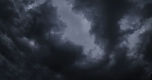Niebo zmrok chmurnieje przed podeszczową panoramą Zdjęcie Stock