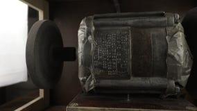 Niecka obyczajowa ławka ostrzarza jaźń zrobił zasadzony na sowieckim pralnianym maszynowym silniku zdjęcie wideo
