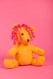 Niedźwiadkowa dziewczyna na menchiach Obraz Royalty Free