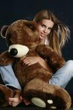 niedźwiadkowi duży ładni miś pluszowy kobiety potomstwa Zdjęcie Royalty Free