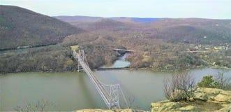 Niedźwiadkowy góra mosta hudsonu skrzyżowanie w zimie obraz stock