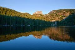 niedźwiadkowych jeziornych gór skalisty wschód słońca fotografia royalty free