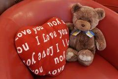 Niedźwiedź & serce Zdjęcia Royalty Free