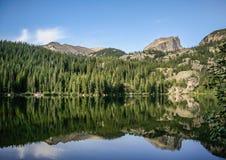 Niedźwiadkowy jezioro przy Skalistej góry parkiem narodowym Kolorado obraz stock