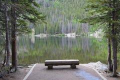 Niedźwiadkowy jezioro, Skaliste góry Fotografia Royalty Free