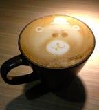 Niedźwiadkowy Latte zdjęcia royalty free