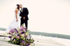 Niedawno poślubia pary wpólnie fotografia royalty free