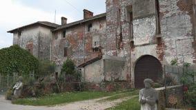Niedbały zaniechany kasztel w Cassolnovo, PV, Włochy zbiory