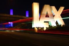 Niedbały znak, Los Angeles lotnisko podczas nigh fotografia stock