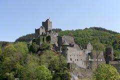 Niederburg城堡在Manderscheid, Eifel,德国 免版税图库摄影