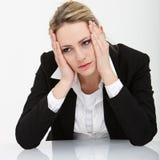 Niedergeschlagene deprimierte Geschäftsfrau Stockfotografie