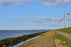 Niederländische eco Windmühlen, Noordoostpolder, die Niederlande stockfotografie