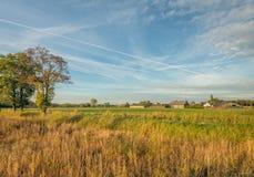 Niederländische landwirtschaftliche Landschaft in der Herbstsaison Das Foto wurde am Dorfrand Gilze in Nordbrabant gemacht lizenzfreies stockbild