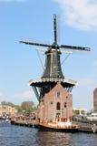Niederländische Mühle De Adriaan entlang Spaarne in Haarlem Lizenzfreies Stockfoto