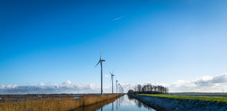 Niederländische Skyline, die Energie erzeugen lizenzfreies stockfoto