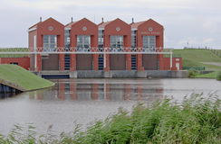 Niederländische Wasserpumpenstation Rozema von Termunterzijl Lizenzfreies Stockfoto