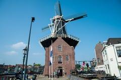 Niederländische Windmühle Adriaan Stockfotografie