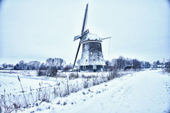 Niederländische Windmühle im Schnee Lizenzfreie Stockfotos