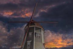 Niederländische Windmühle in Lynden Washington State bei Sonnenuntergang lizenzfreies stockfoto
